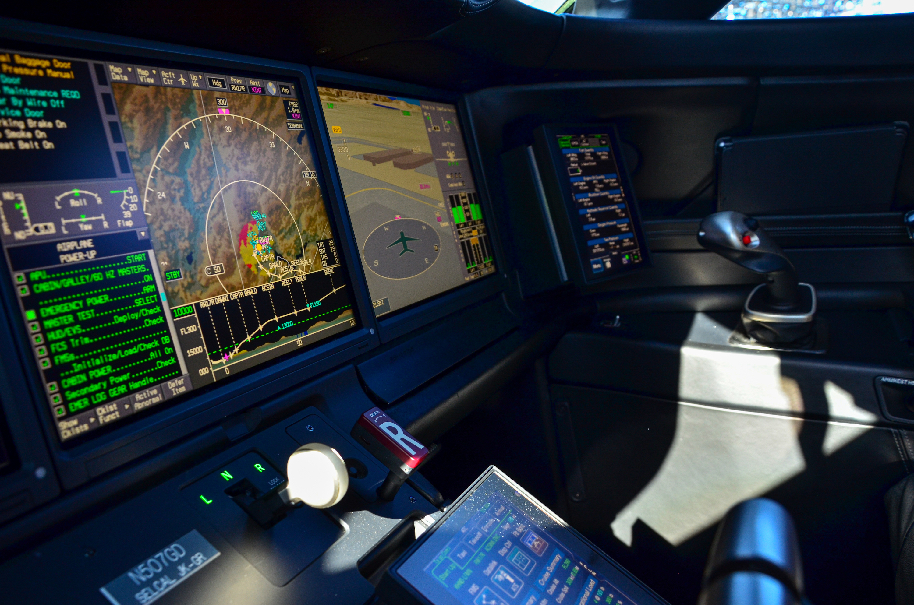 The Symmetry flight deck was first introduced with the G500 and G600 and will now be adapted for the G400 and G800.